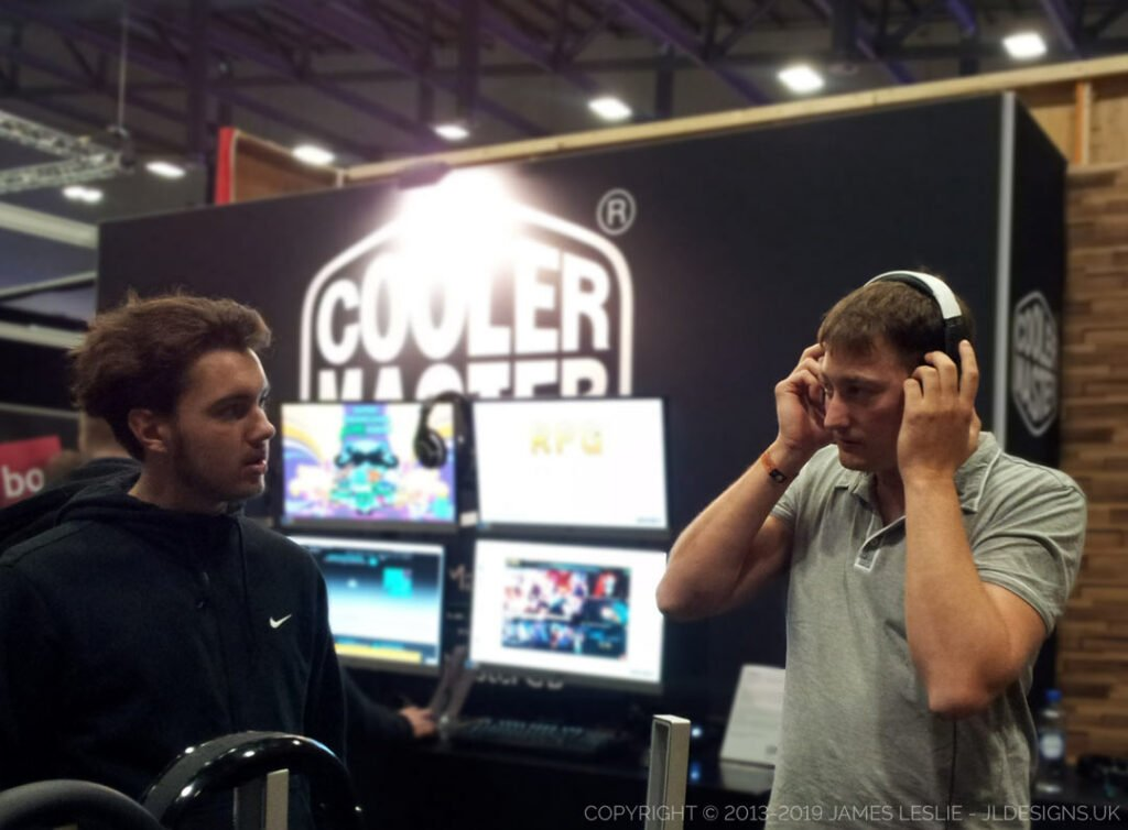 Many other YouTubers came to check out Project: Pulse-J. JLdedigns.uk, cooler master, team banana, boonana J.